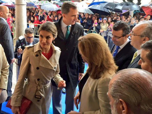King Felipe and Queen Letizia attended the opening of the 1st incubator of the transfer aerospace technology in La Rinconada. Quuen Letizia wore Burberry coat