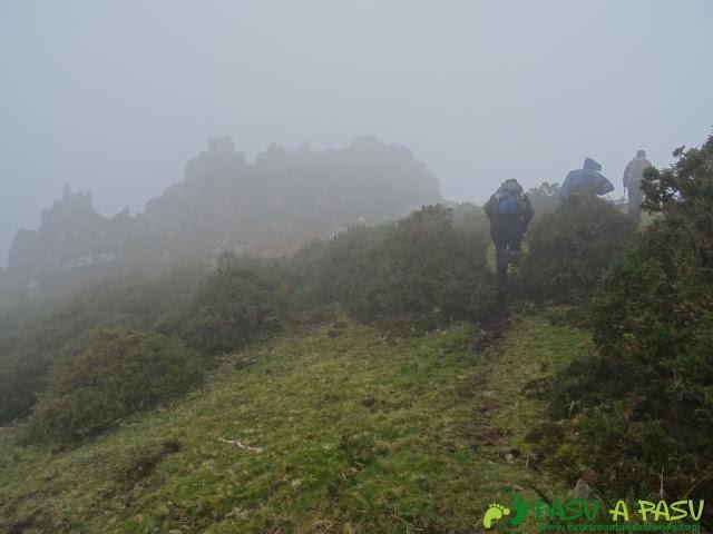 Ruta al Pico Gobia y La Forquita: Entrando en la arista oriental del Sueve hacia el Pico Gobia