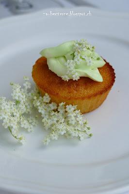 Holunderblütenmuffin, Cupcake mit Holunderblüte