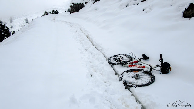 Mandi to Prashar lake winter self supported cycling Rohit kalyana himalayanwomb.blogspot.com