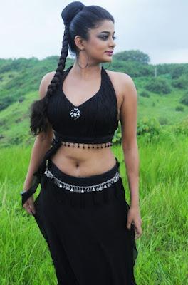 Malayalam hot actress Priyamani in black dress navel show