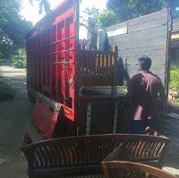 Sewa truk untuk pindahan rumah.