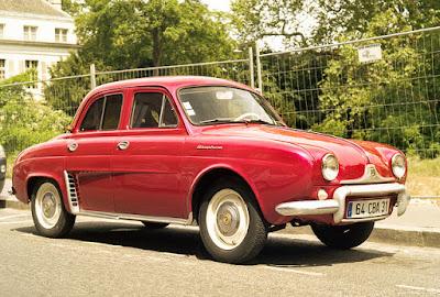 www.fertilmente.com.br - O Renault Dauphine foi um carro simplório, mas de padrões muito baixos de qualidade e eficiência.