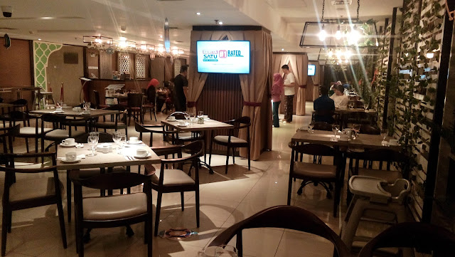 suasana sahur di Parce De Ville Restaurant