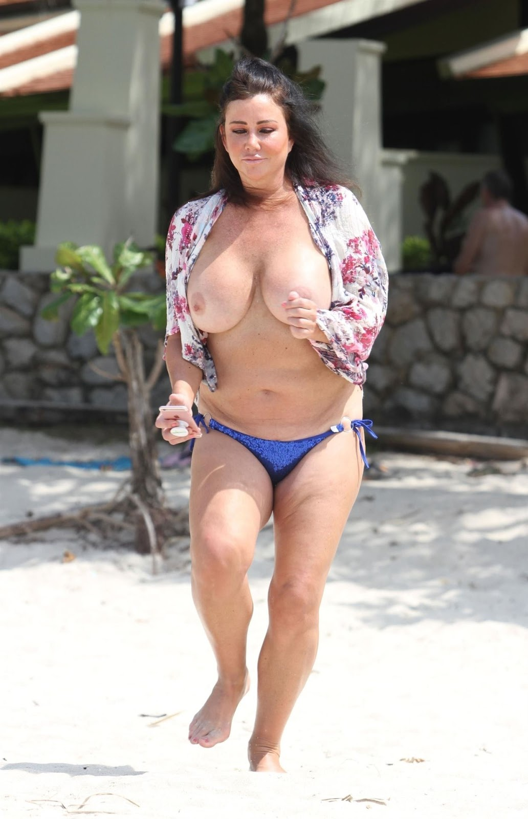 Lisa-Appleton-Topless-On-A-Beach-In-The-Gulf-of-Thailand-k6u7w90y6m.jpg