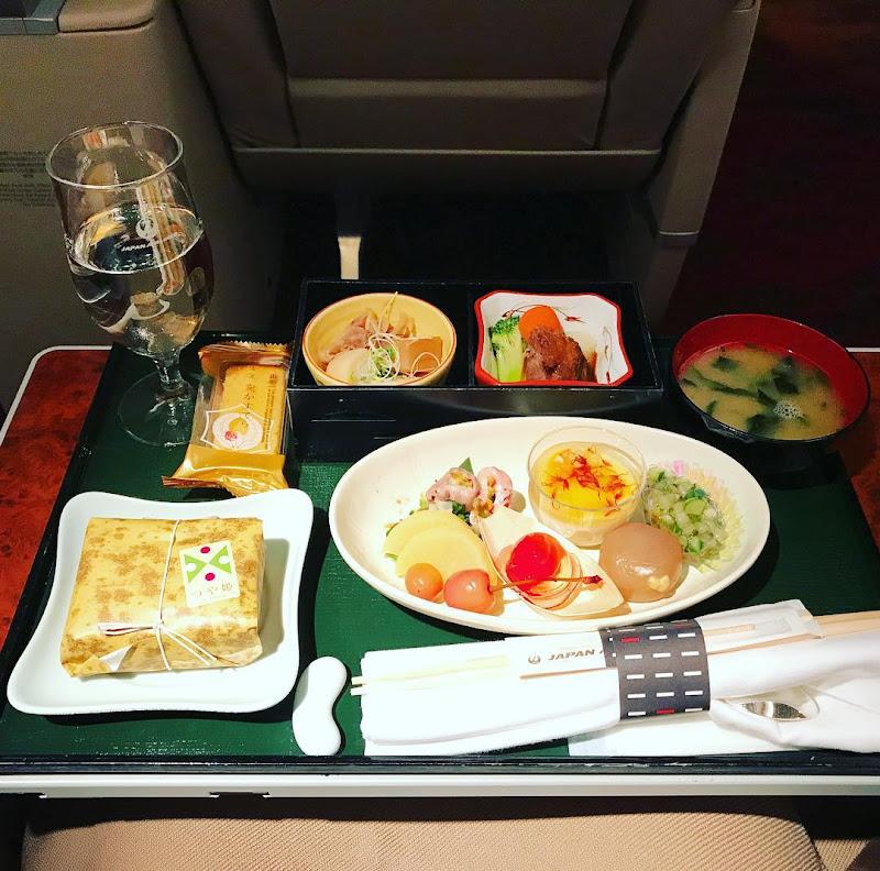 2017-07-14: JAL330(JL330) 福岡=東京・羽田 国内線ファーストクラス搭乗時の機内食内容