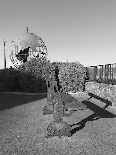 Globe terrestre de metal ajouré