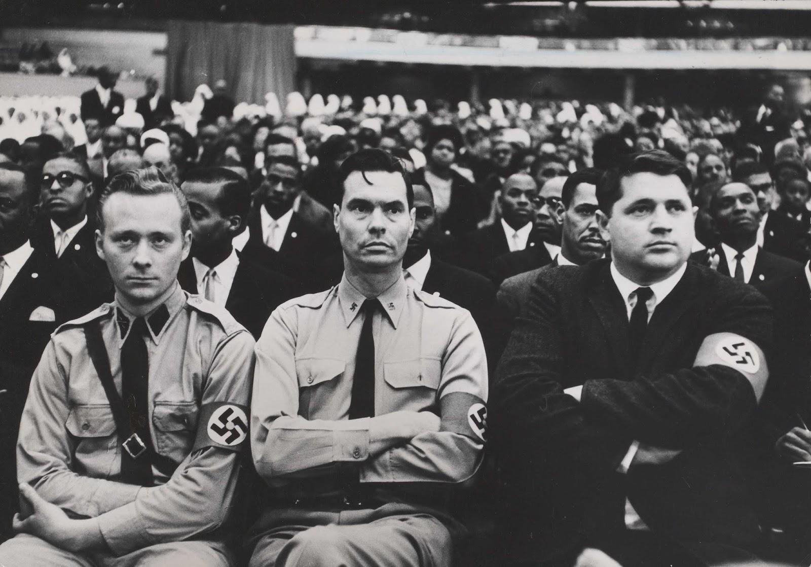 George Lincoln Rockwell y miembros del Partido Nazi Americano asisten a una cumbre de la Nación del Islam en 1961.