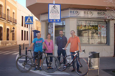 http://manchainformacion.com/noticias/48922-El-Ayuntamiento-instala-seales-de-Punto-de-Encuentro-para-Ciclistas