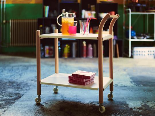 IKEA PS 2017 sidobord på hjul designad av Thomas Sandell. | www.var-dags-rum.se