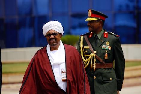 """وزير الدفاع يعلن """"اقتلاع النظام"""" في دولة السودان"""