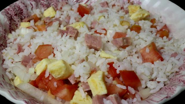 Ensalada de arroz y tortilla