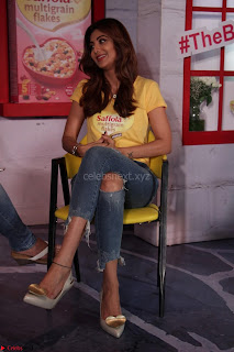 Shilpa Shetty super cute fit in Yellow T Shirt 16.JPG