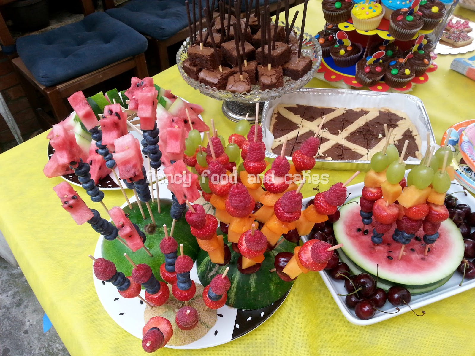 abbastanza fancy food & cakes: Buffet per un compleanno estivo - Buffet for a  UL92