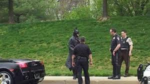 Berhentiin Batman Di Jalanan Untuk Melakukan Selfie