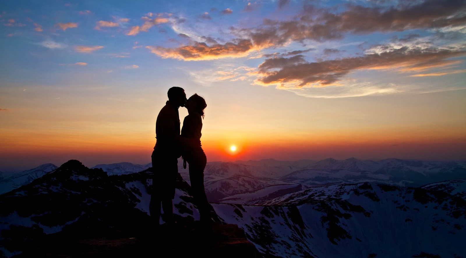 ciuman di atas gunung Tempat Cabul dan Perbuatan Asusila Bebas Grebek