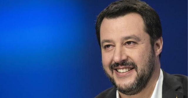 Salvini sugli striscioni rimossi: «Non l'ho chiesto io. Cercate di essere più creativi»