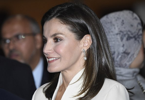 Queen Letizia and Princess Lalla Meryem visited the Escuela de la Segunda Oportunidad center. Felipe Varela suit