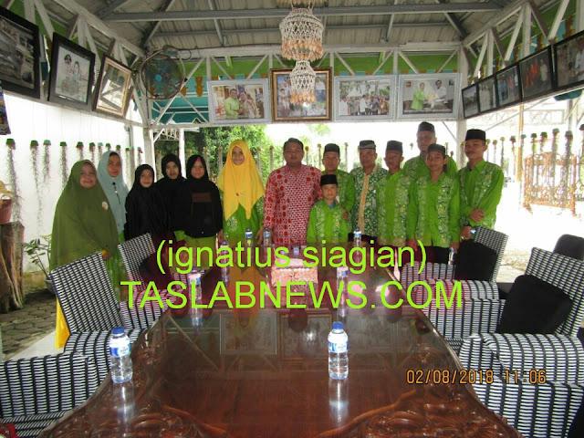 Walikota Tanjungbalai HM Syahrial bersama dengan rombongan kafilah STQ ke-XV Kota Tanjungbalai saat berada di Rumah Dinas Walikota Tanjungbalai.