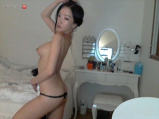 famous girls youtube naked