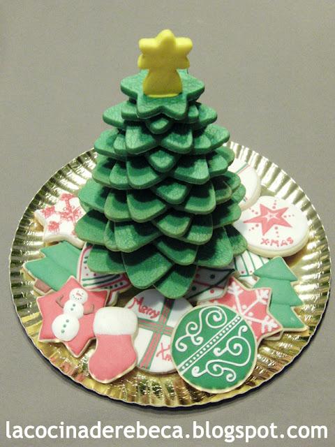 Árbol de Navidad de galletas y galletas decoradas con glasa
