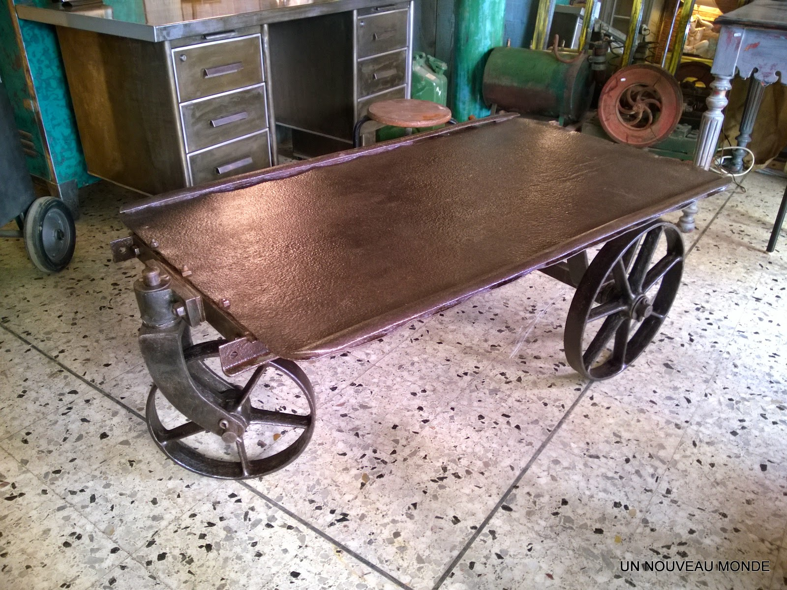 Brocante d coration un nouveau monde table basse for Table exterieur industriel