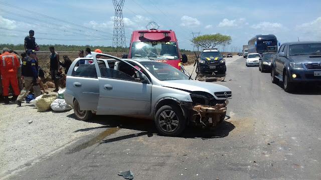 Acidente envolvendo uma caçamba e um carro de passeio, deixa quatro feridos no Campo de Peris