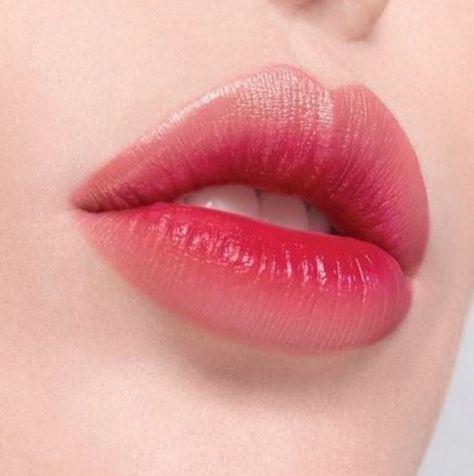 Cada dia que passa as maquiagens vão se renovando e sempre está aparecendo algo novo para ser usado, por isso é sempre bom ficar de olho nas novas tendências e cuidar bem da sua pele, para poder ter uma ótima experiência com as novidades. As blogueiras e famosas estão aparecendo sempre com novas makeup, ideias de limpeza de pele, detalhes diferentes e dicas que podem mudar muita coisa. Fique de olho nessas 10 tendências, para você não ficar de fora!! #glitter #maquiagem #make #makeup #neon #sombras #lips #tips #batomvermelho #beauty #delineador #blush #skin #pele