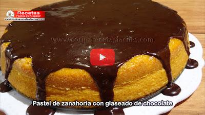 Aprende a preparar este delicioso Pastel de zanahoria con chocolate, un postre de origen brasileño fácil y rápido de realizar. La zanahoria es un vegetal muy rico, saludable y nos aportan muchos beneficios y propiedades para la salud.