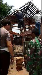 Rumah Samsuri Diperbaiki Oleh TNI dan Polri