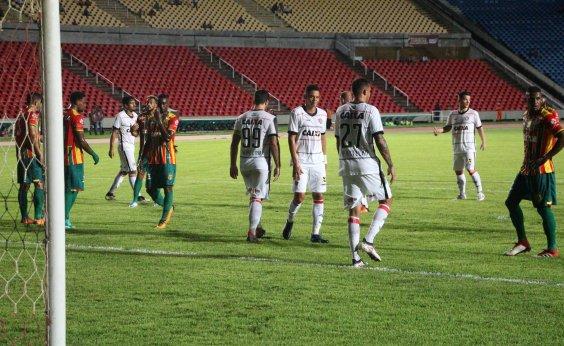 Caíque falha duas vezes e Vitória perde por 3 a 0 para o Sampaio Corrêa