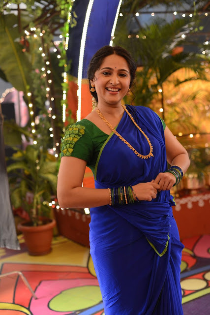 Anushka Shetty New Pos In Blue Saree (2).jpg