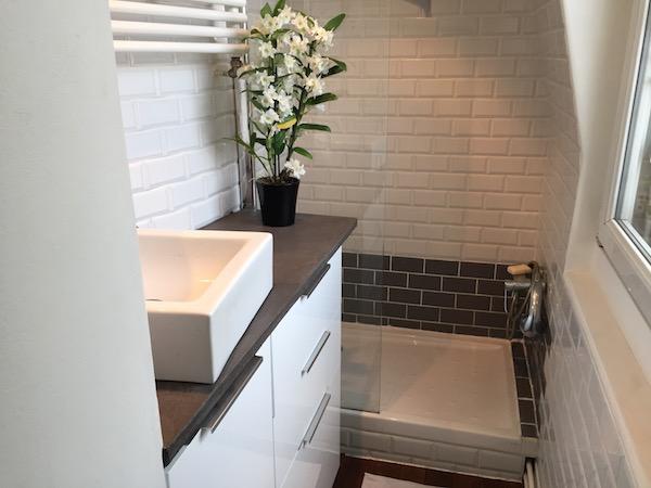 Un meuble de salle de bain avec ik a la clamartoise for Ikea meuble de salle de bain