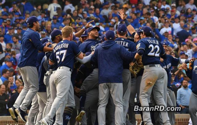 Cerveceros dominan a Cubs y ganan la División Central