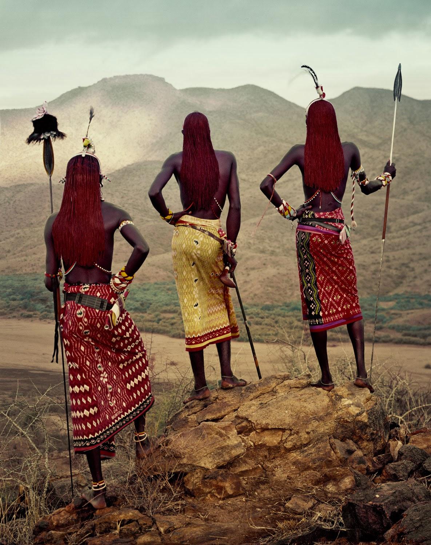 DE QUE DESAPAREZCAN: LA FOTOGRAFÍA ETNOGRÁFICA DE JIMMY NELSON (II #693829 1185x1500