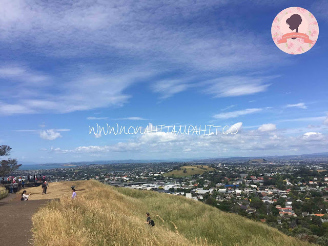 Mount_Eden_Maungawhau_New_Zealand_Nona_Hitam_Pahit