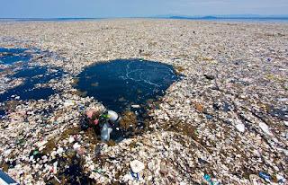 """La isla de Plástico del Océano Pacífico que se está convirtiendo en un """"continente"""""""