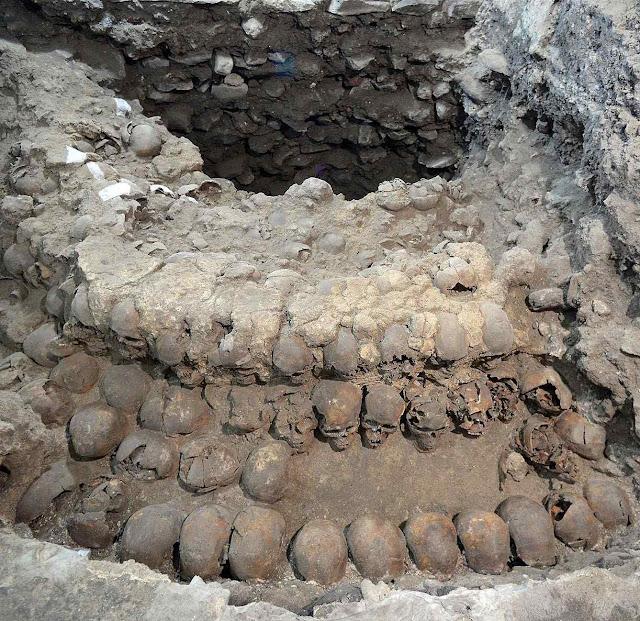 Estrutura de caveiras do Gran Tzompantli da antiga Tenochtitlán inclui de mulheres e crianças sacrificadas à Mãe Terra. Foto: National Geographic