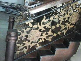 model railing tangga besi tempa klasik dengan motif kota Kendari