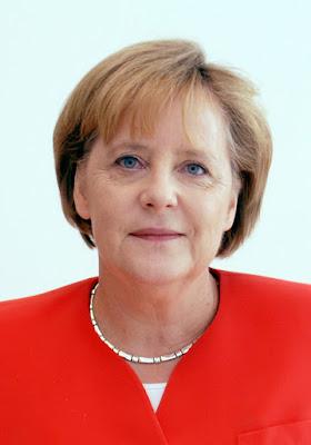 Biografi Angela Merkel    Angela Dorothea Merkel atau dikenal dengan Angela Merkel adalah seroang Kanselir Jerman dan sebagai ketua Partai Uni Demoktatik Kristen (Christian Democratic Union). Merkel adalah anak dari Horst Kasner, seorang pendeta yang berasal dari Berlin dan Herlind Jentzsch, seorang guru dari Dazig yang lahir pada 17 Juli 1954. Di tahun kelahirannya ini bertepatan dengan penempatan tugas ayahnya untuk melayani gereja di Quitzow, dekat Perleberg, Templin sehingga mereka harus pindah kesana ke sebuah desa yang berjarak 80 km dari sebelah utara Berlin di Republik Demikratik Jerman yang Komunis. Ia menjadi Anggota pada gerakan pemuda resmi yang dipimpin oleh pemuda Jerman Bebas saat menjadi murid di Jerman Timur. Setelah itu ia bergabung di Akademi Ilmu pengetahuan di organisasi pemuda tersebut dan menjadi anggota dewan distrik dan sekretaris untuk agitasi dan propaganda.   Tahun 1973 ia belajar di Universitas Leipzig dan mengambil jurusan fisika. Ia kemudian Lulus dari Universitas Leipzig tahun 1978 dan melanjutkan bekerja dan sekaligus belajar di Institut pusat untuk kimia fisika dari Akademi Ilmu Pengetahuan hingga 1990 lulus dngan gelar doktor dalam fisika. Setelah lulus ia kemudian bekerja di Kimia Kuantum. tahun 1989 ia terlibat dalam sebuah gerakan demokrasi
