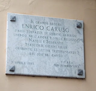The plaque outside the Grand Hotel Excelsior Vittoria commemorating the life of Enrico Caruso