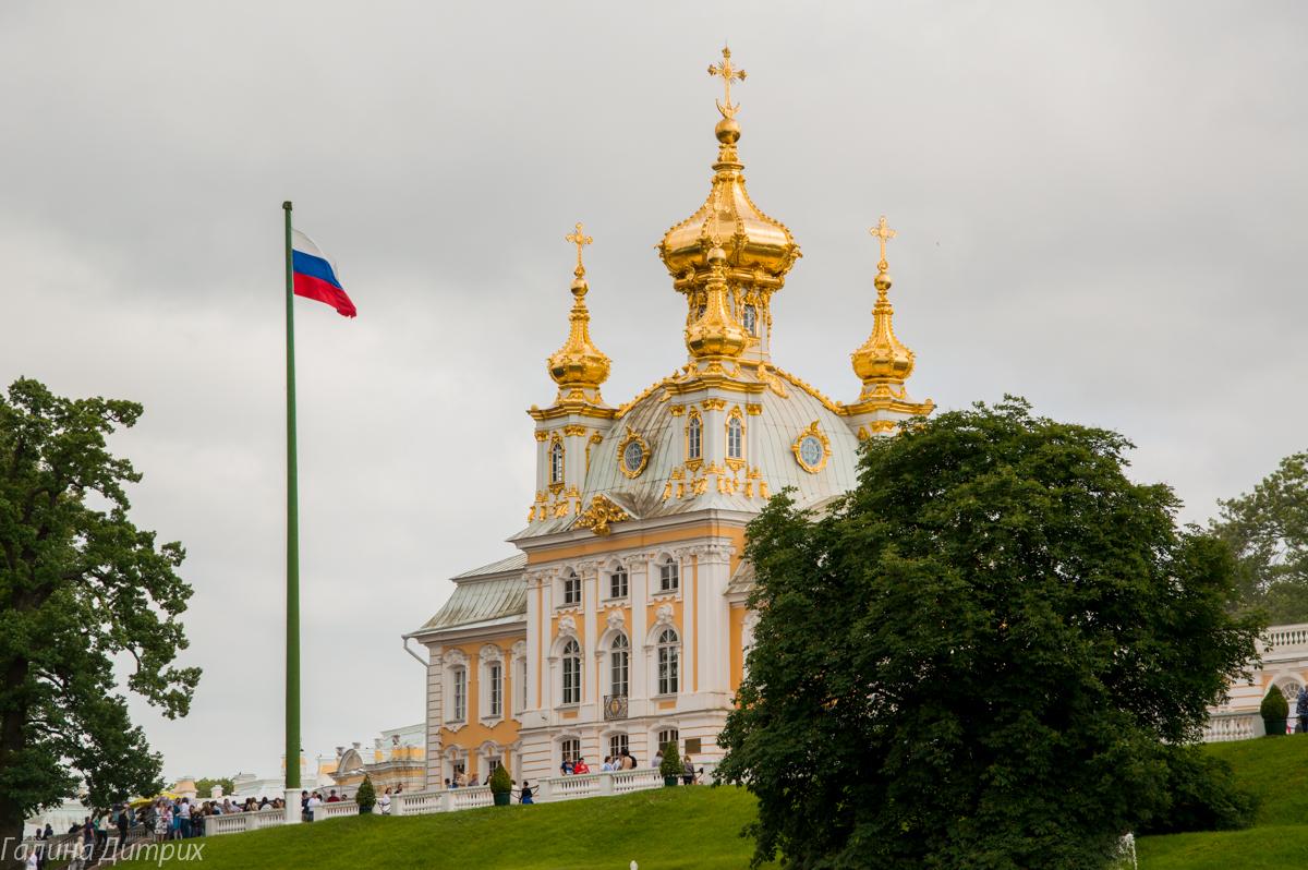 Церковный корпус Большого Петергофского дворца фото