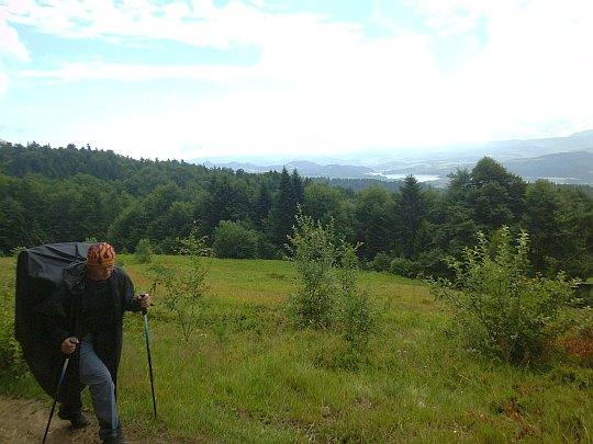 Na polanie Kudów. W dali widać Jezioro Czorsztyńskie i Pieniny.