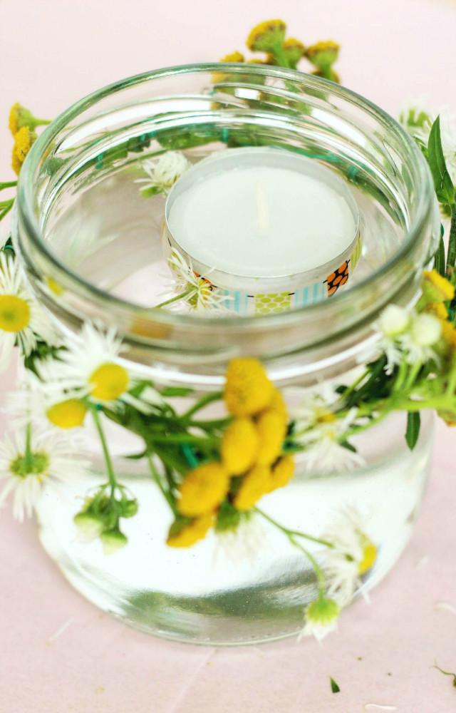 Deko-Kerze mit frischen Blumen Somejoys