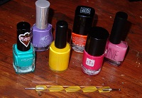 Productos para manicura de color.