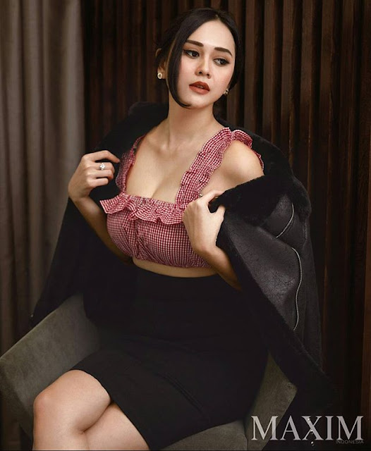 Foto Aura Kasih Maxim Magazine 3