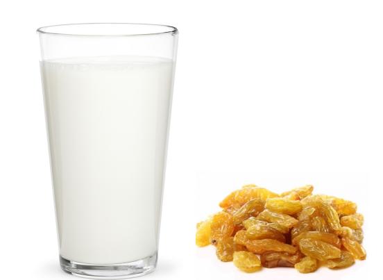 दूध और किशमिश खाएं