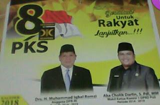 Anggota DPRD PALI Fraksi PPP Bagi Kalender Dengan Gambar PKS