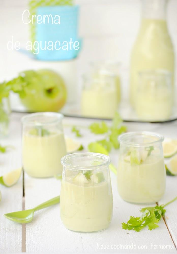 Crema de aguacate con manzana verde y cilantro