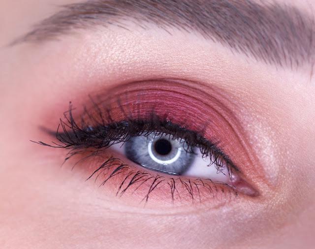 макияж с палеткой Makeup Revolution New-trails vs Neutrals makeup